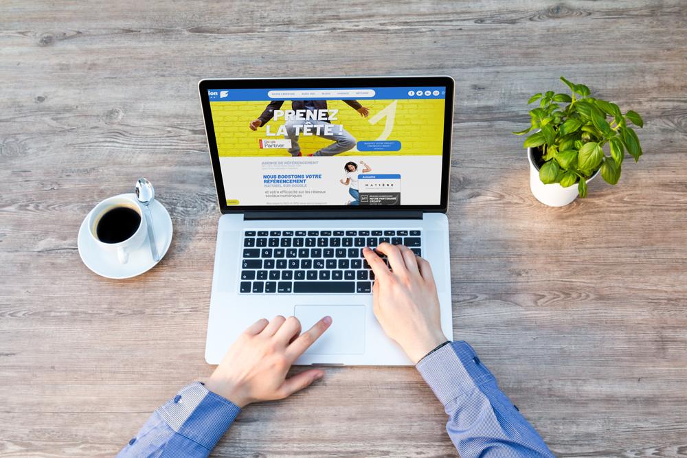 Quel est le rôle des avis consommateurs en ligne sur le référencement naturel ?